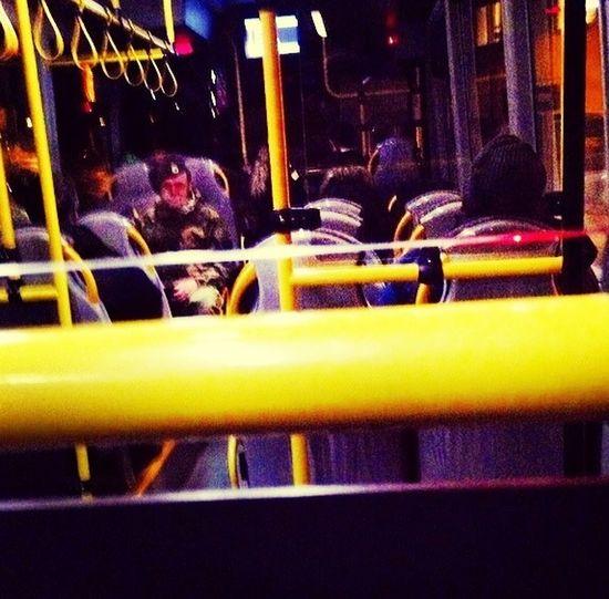 På väg hem äntligen. Sitter på bästa platsen på Bussen Påväg Hem Sweden Borås
