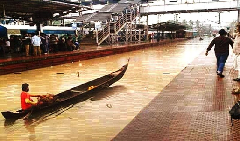 Mumbai Railwaystation Heavy Rain People Suffering Recovery
