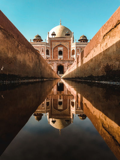 Reflection of humayun's tomb