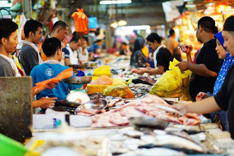Streetphotography Wetmarket Wetmarketscene Fish Prawn Seafoods People Trading Market Men Food And Drink Seafood Market Stall Display Fish Market For Sale Stall Fishes