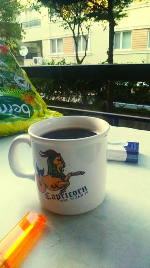 Balkonda kahve en sevdiğim Coffee And Cigarettes