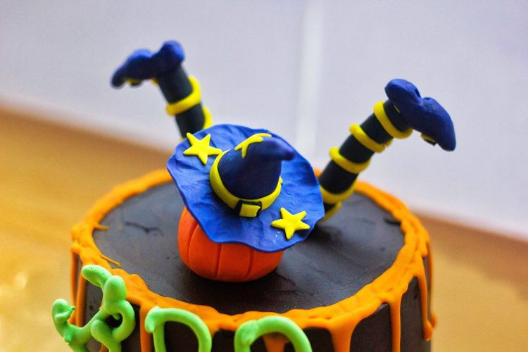 Halloween Cake Decorations Multi Colored No People Blue Indoors  Day Close-up Halloween Halloween Cake Halloween Decorations Caketime Cakelovers Cream Cheese Cake Lover Cake Photography ❤ Creamy Cream Cake Cakedecorating Cream Puff Cakes, Sweets, Love It Cake Decorating Birthday Cake Wedding Cake Cake Time Cream Colored Cream EyeEmNewHere Postcode Postcards