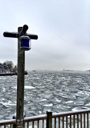 New York Newyorkcity Winter Ice Snow Seasons Frozen River Hudson River United States Cold Lamppost Ice Chunks Floating Ice Snow ❄ Frost