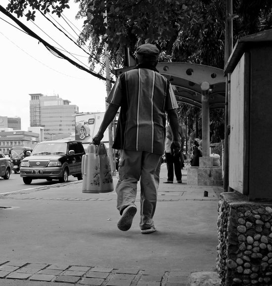 Streetphoto_bw Bnwmagazine Bnw_fanatics Bnw Streetphotography Bnw_globe Streetlife Bnw_greatshots Bnw_drama Bnw_moments Bnwsplash_perfection Bnw_perfection Bnw_rose Bnw_society Top_bnw Bnw_demand Blackandwhitephotography Monochrome Blacknwhite_perfection Blacknwhite Bnw_photography Bnw_captures Bnw_shoot Photo_project Streetshot Storyofthestreet Exposure Photography Rear View Full Length One Person People Walking