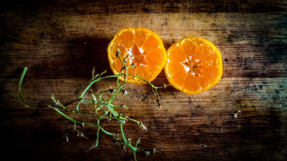 Citrus Fruit Studio Shot Leaf Healthy Eating Wood - Material Freshness Fruit No People Food Close-up Indoors  Food Photography Healthy Lifestyle Healthy Food Fresh Circles