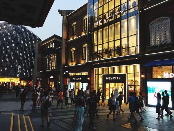 夏季黄昏下的武汉街头 City Life City Crowd Stree