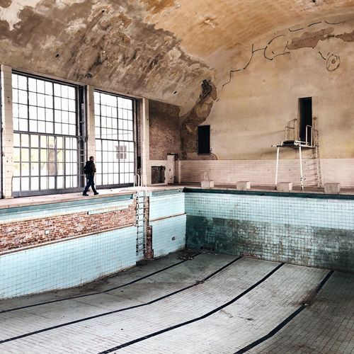 Abandoned Places Urban Decay Abandoned Berlin Decaying Pool Architecture Built Structure Abandoned Real People One Person Indoors  Day