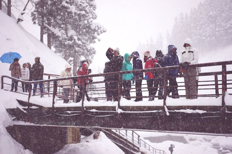 Winter Cold Temperature Snow Railing Leisure Activity Men Large Group Of People Outdoors Women Warm Clothing Snowing Real People Nature Day Adventure Friendship Young Adult Togetherness People Beauty In Nature at Jigokudani-Snow-Monkey-Park in Nagano Prefecture,Japan Travel Destinations Glacial 地獄谷野猿公苑