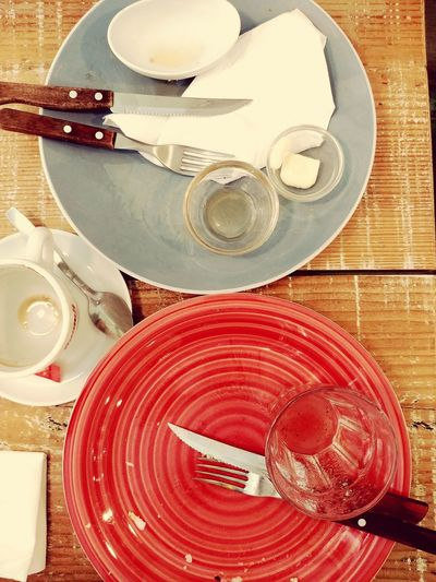 dirtyplates Empty Emptyplate Emptyplates DirtyPlate Dirty Plate Dirty Plates Red Plate Blue Plate Plate Table Palette High Angle View Close-up