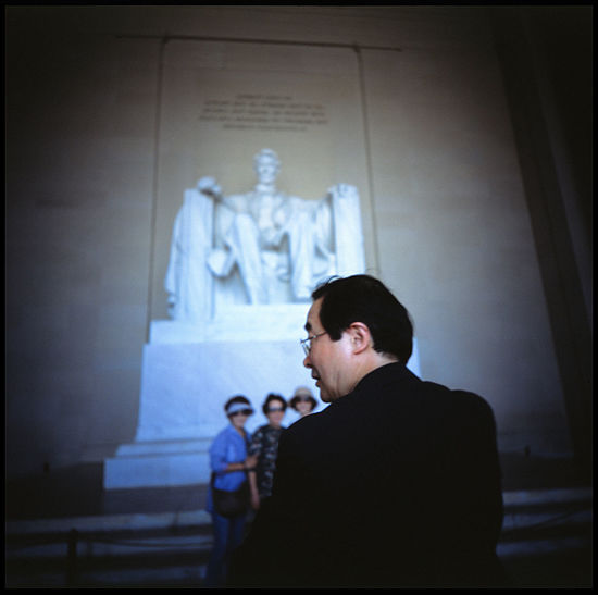 Lincoln and his followers Abraham Lincoln Statue Analogue Photography Lincoln Lincoln Memorial Meta Photography Politics Power President Silhouette Spectactors USA Washington, D.C. Abraham Lincoln Followers History Memory Pride Provia Slide