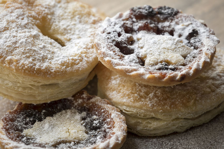 Close-up mince pies Christmas Christmas Food Festive Food Food And Drink Icing Sugar Mince Pie Mince Pies Mincemeat Pastry Powdered Sugar