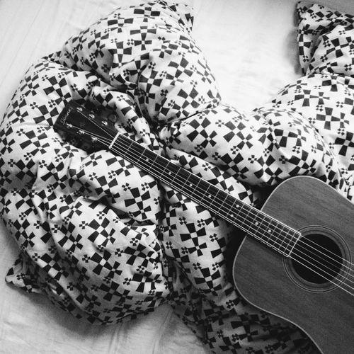 Taking Photos Guitar Ibanez Black & White mein neues Spielzeug.