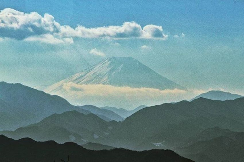 Most sacred mountain on Japan: Fuji. The view captured on top of Mount. Takao. Fuji Takao Mountain @visitjapan @explorejapan Meistershots Theglobewanderer Fatalframes CreateExplore Illgrammers Moodygrams Urbanandstreet Symmetricalmonsters Artofvisuals AOV Createcommune Agameoftones Wayzill Igshotz_mag Soft_vision Igshotz_folk ExploringGlobe Alldayexploring Adventurevisuals Travel2next 30xthirty Zerogrid myfeatureshoot worlderlust worldtravelpics modernoutdoorsman exploretocreate