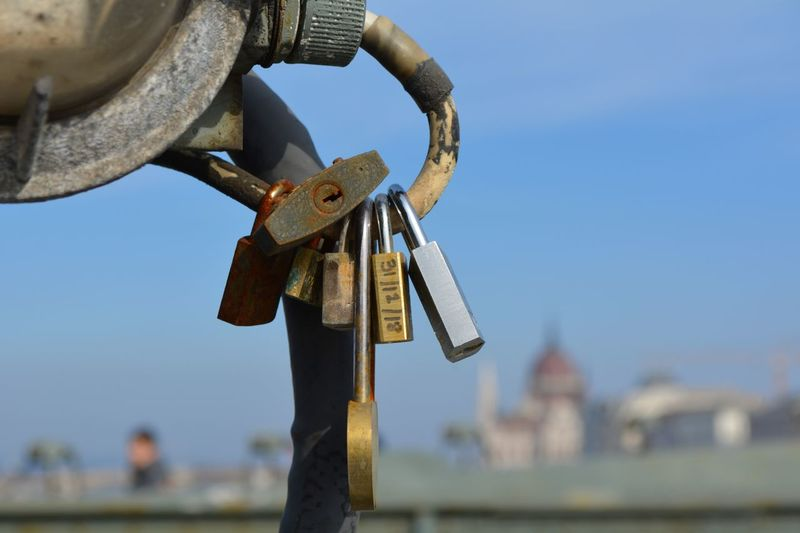 Metal Padlock Focus On Foreground Day Lock Close-up Sky Hanging Safety Security Protection Love Lock Nature Outdoors Railing Love Sunlight Architecture Hope - Concept Positive Emotion Chain Locked Locker Budapest, Hungary Nikon D5200 Nikonphotography Locks Lock And Key  Locks Of Love Locks Of Love Bridge
