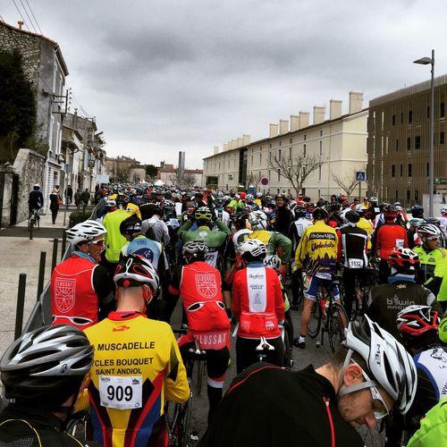 Au départ de La Corima Drôme Provence 2100 Cyclist ! Sa fais du Monde Cycling Velo Course Competition Taking Photos