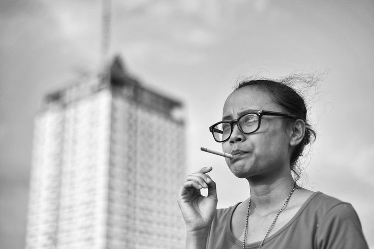 Smoking Eyeglasses  Glasses Headshot Portrait One Person Adult Activity Women Looking Cigarette  Close-up Smoking Issues