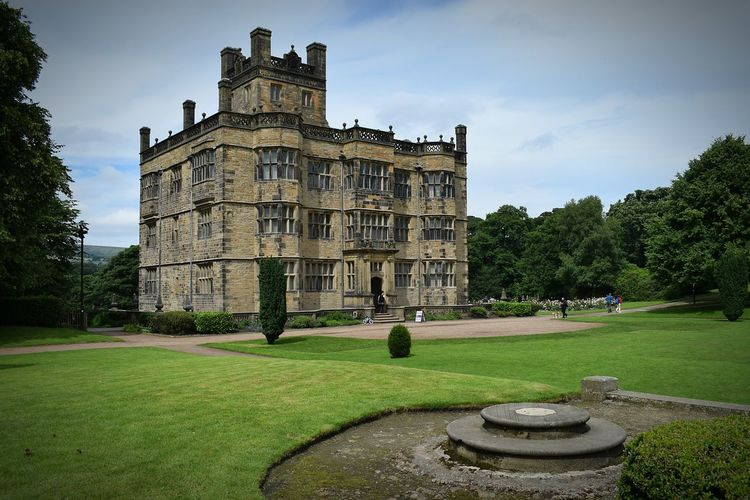 Gawthorpe Hall Hanging Out Taking Photos Check This Out Hello World Relaxing Enjoying Life Greatshot Hello World House National Trust Still Life Perfect Colors NikonD3300📷 Perspective Photography Beauty Taking Photos Light Cloud - Sky Field People Outside Grass Hi!
