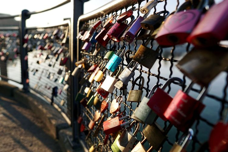 Save the love.... Hope Love Lock City Hanging Bridge - Man Made Structure Hope - Concept Lock Love Padlock Protection Chainlink Fence Chainlink Fence Safe Link