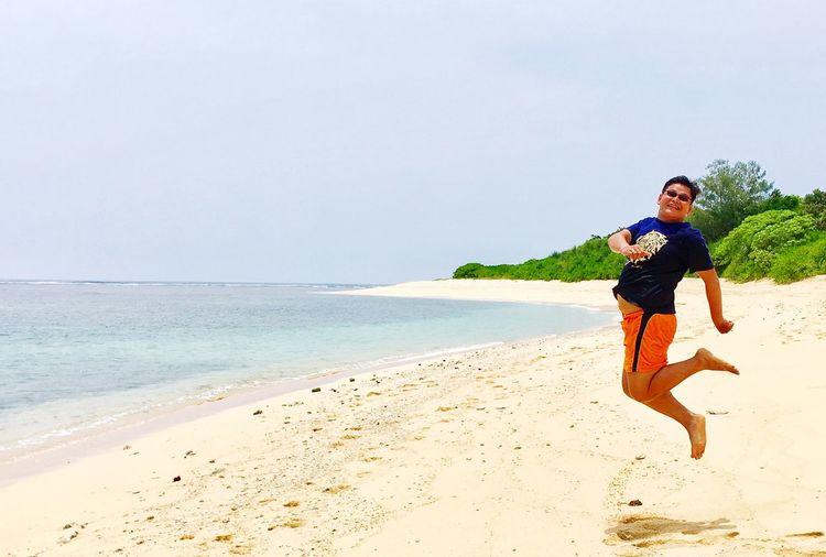 Summertime jumpshot! White Sand Beach Barefoot Beach Orange Shorts Overcome Happiness Summer Summertime Jumpshots Beach Photography Jumping Shot Beach Sunshine ☀ Lost In The Landscape Connected By Travel Calaguas Island Happy People Summer Exploratorium #FREIHEITBERLIN