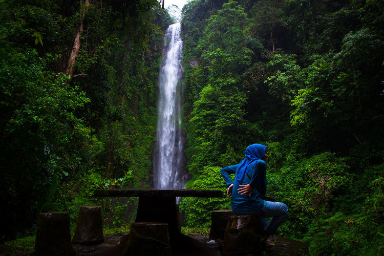 alone Green Gogreen SaveNature Landscape Landscapephotography Longexposures Putuktruno Putuktrunowaterfall Travel Destinations Travel Waterfall Water Motion One Person People Outdoors Long Exposure Nature One Woman Only Day Standing