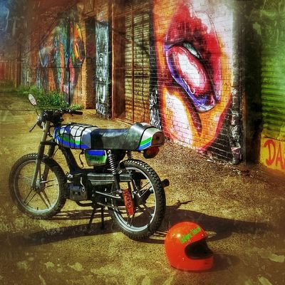 Da Bike!!! How sweet it is!!! Lips Brooklynstreets Onlyinbrooklyn Brooklyn Bushwick Streetart BeautyinArt Graffiti Newyork Nyinstagrammer Brooklyngraffiti IloveBrooklyn Dailydose Dailyride Bike BuskwickArtists