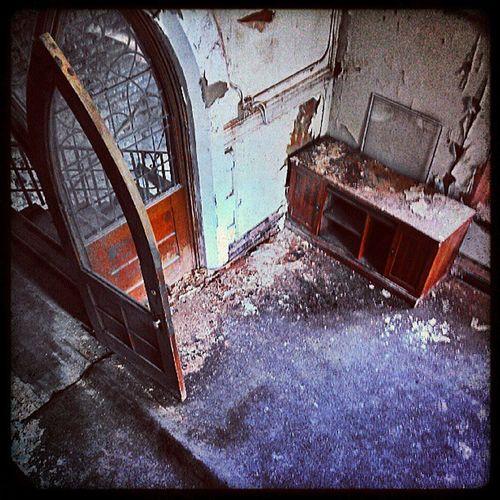 Abandonchurch Abandonedbuildings Lookingdown Decay Urbexjunkies Urbanexploring Abandonpa Detailsindecay Beautyindecay Instachill Instamood Door Igaddicts Dailydose Dayshots