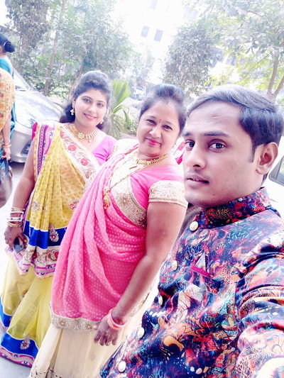 UMESHKOTADIYA UMESHKOTADIYA Millionarelifestyle Umesh Surat Kotadiya Handsome Looking At Camera Portrait Traditional Clothing Young Adult Smiling Young Women Sari Adults Only Day Togetherness People Happiness Beautiful Woman Black Hair Friendship Adult Only Women Standing Outdoors Multi Colored