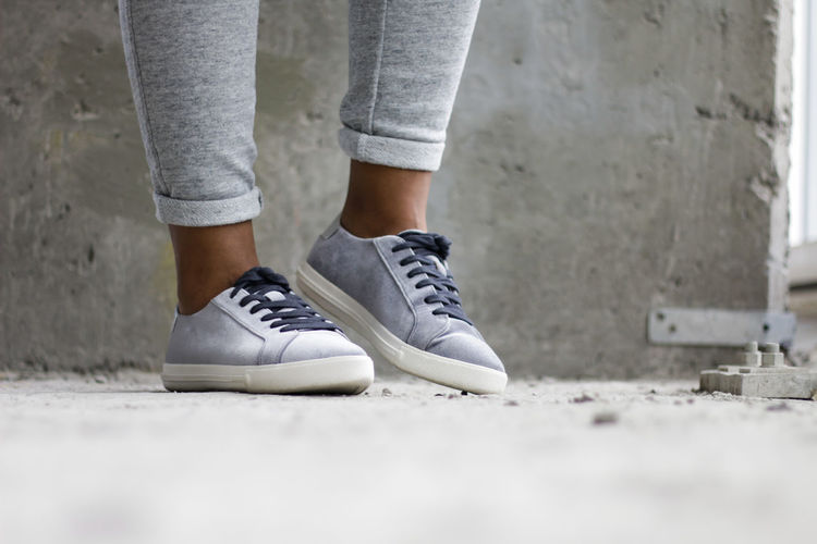Fashion Shoes ♥ Grey Shoes Shoes Sneaker Streetstyle Streetstyle Photography Style