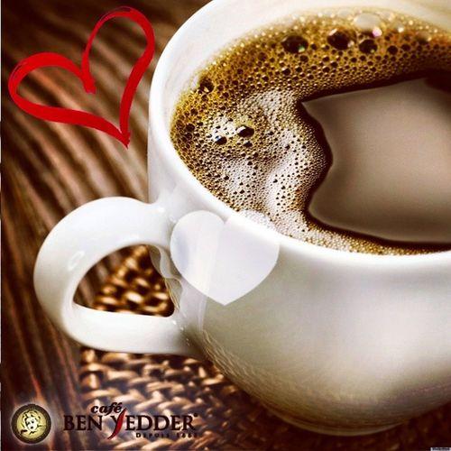 C'est l'heure du café n'est ce pas ? ☕ Coffeetime Cafesbenyedder Instacoffe Insta9hiwa picoftheday