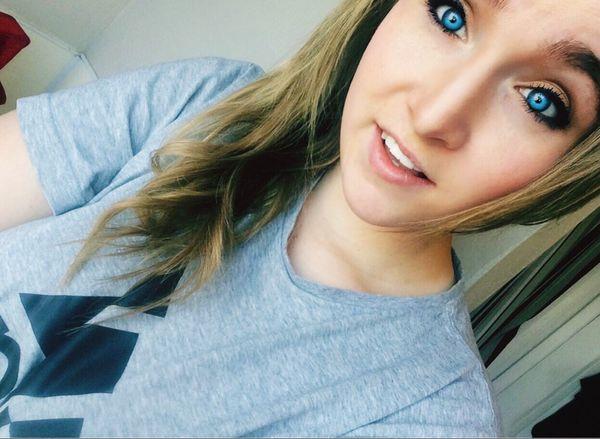 Do people still do captions That's Me Blue Eyes Selfie Living