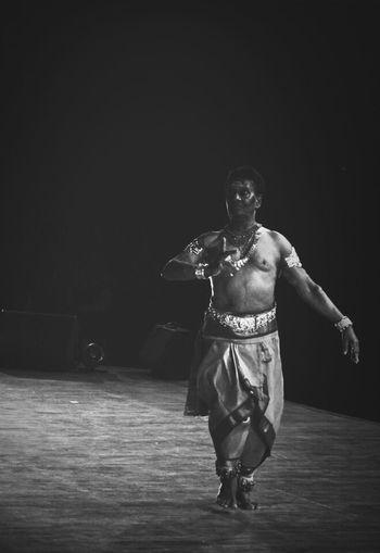 HumanArt Blackwhite Dance Indian