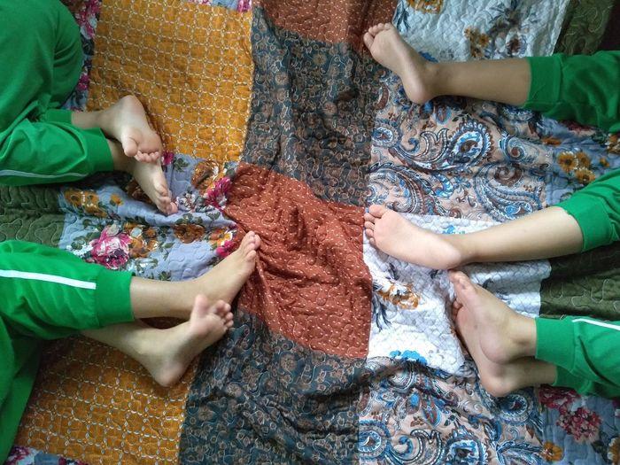 legs Smartphonephotography Kuala Lumpur Malaysia  Feet Legs Green Color Quilt EyeEm Best Shots EyeEm Selects My Best Photo
