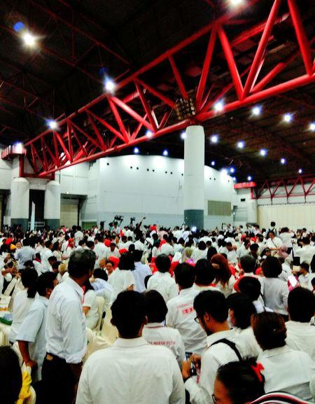 Large Group Of People Fan - Enthusiast Jokowimypresident Jokowidodo Jokowiers Jokowi Fans Enthusiast Indonesian President 8000fans In One Buildinh Audience People Built Structure Architecture Jurnalist