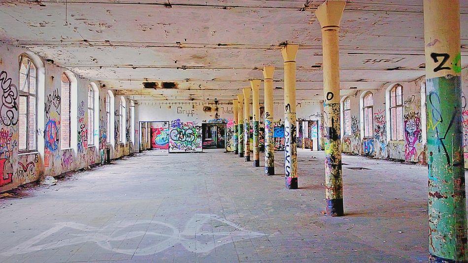 Altes Conti Hannover :) Graffiti Grafitti Art. Hannover Conti Hannover Verlasseneorte My Favoite Place Nostalgie. Nostalgic  Special_shots