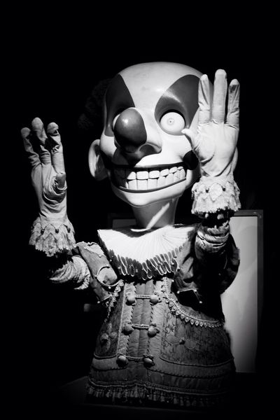 The only thing we have to fear is fear itself... and evil clowns... Clown Clown Terror Scary Face Surprise Surprise!
