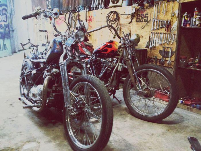 Triumph Bonneville vs Shovelhead 35 Garage Bandung, West Java Bikers Brotherhood Mc Classic Motorcycle Club Brotherhood Forever Forever Brotherhood Harley Davidson Classic Bike Garage