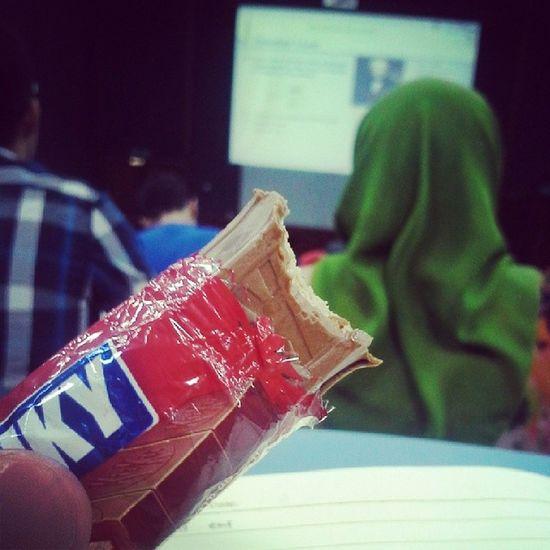 When you're hungry..grab a Kitkat .. Asasiunimas Tagsforlike