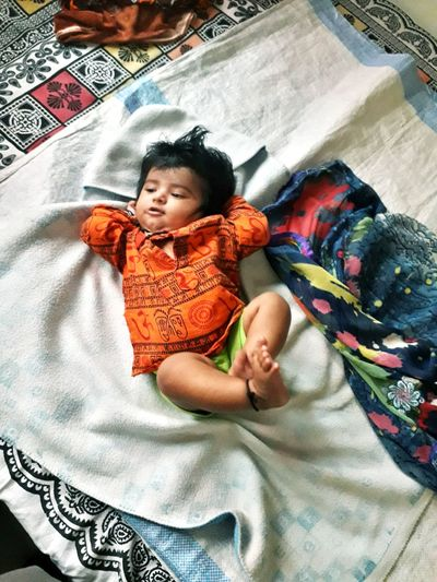 Baby Morning Scene Yawn Baby Girl Get Up Early Get Up Early Pose Of Baby Girl Good Morning Images Bedroom Childhood Bed Portrait Sheet Baby High Angle View Babyhood