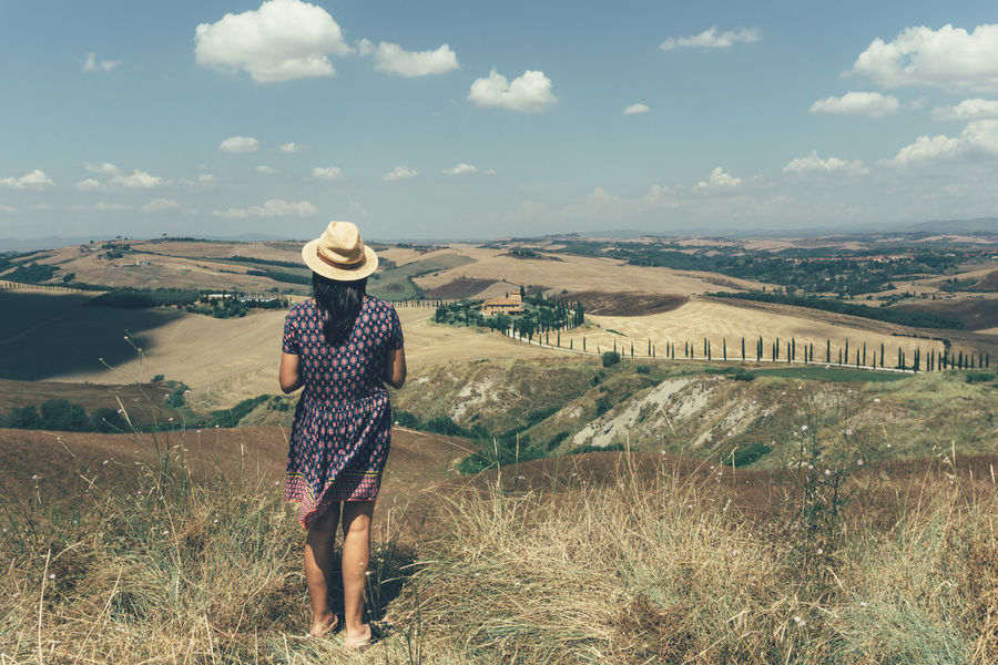 In Val d'Orcia, Tuscany you can find landscapes like paintings Tuscany Valdorcia Val D'orcia Toscana Toskana Italy Italia Italien Like A Painting Girl In Dress Girl And Landscape Landscape Woman Who Inspire You Woman Viewing Landscape Best View Summer Feeling Summer Summertime Beautidul Day Summer Vibes Italian Landscapes Florence Countryside Countrygirl Peaceful View