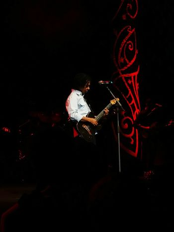 Djavan Music Performance Musical Instrument Playing Musician Arts Culture And Entertainment Performing Arts Event Full Length Black Background One Person Skill  People Young Adult Artist Night Adults Only Stage - Performance Space Indoors  Adult Violin