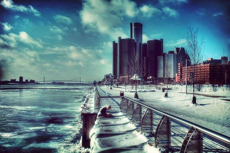 Frozen Intime. Detroit Michigan RenCen Waterfront WaterLovers Snow Ice 2014 not to sure what im doing but im doing it LOL