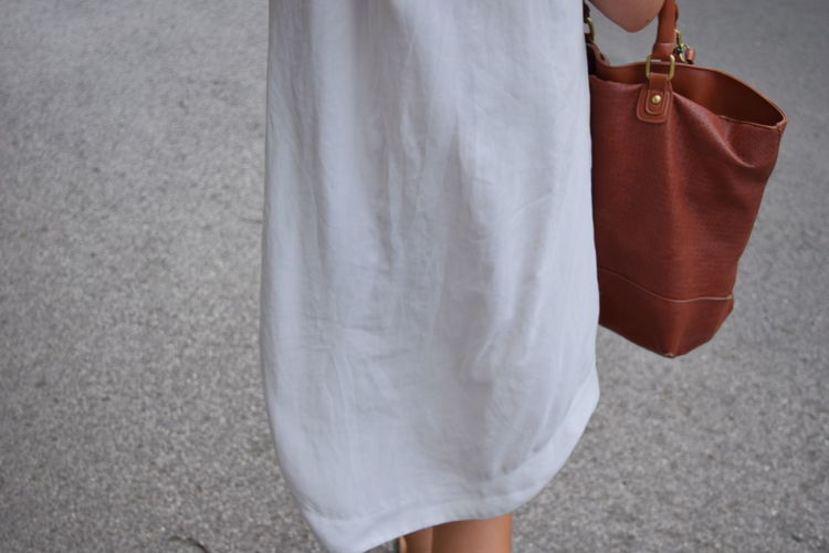 White Shirt Details Detail Bag Woman Walking On The Street Woman Walking Brown Bag Home Is Where The Art Is Traveling Home For The Holidays Lieblingsteil Minimalist Architecture