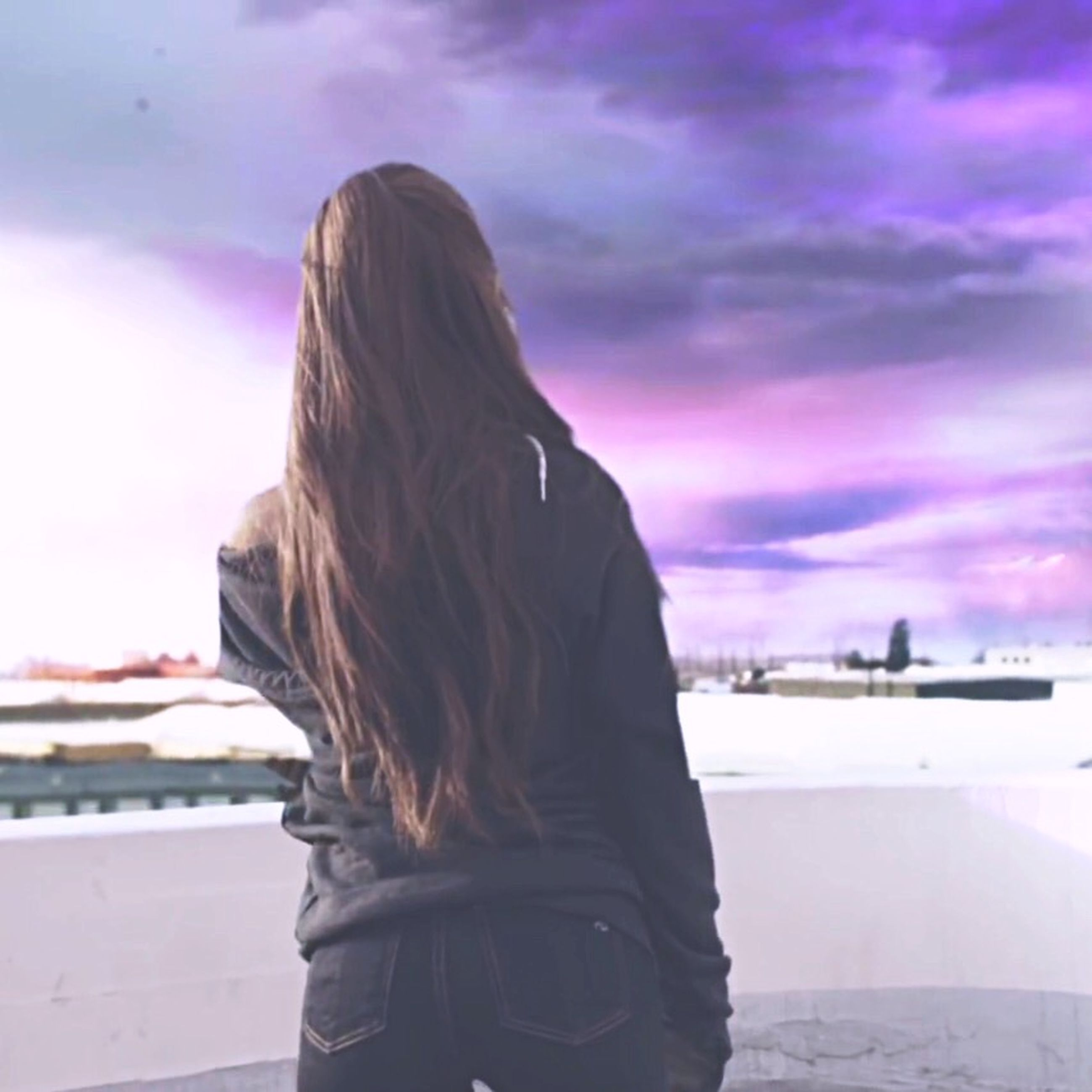 lifestyles, rear view, sky, long hair, waist up, headshot, leisure activity, standing, person, cloud - sky, casual clothing, focus on foreground, young women, building exterior, side view, three quarter length, built structure, architecture