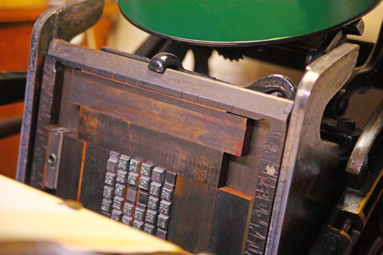 Printing block of metal alphabet No People Close-up Wood - Material Antique Communication Green Color Indoors  Letterpress Printing Metal Type Old Letterpress Vintage Machine Machinery Studio Shot Wood Material Inking Disk Decorative Type Font Typography Typeface  Old Tech