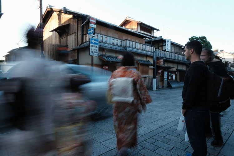 『16:40:08』 2016-10-14 City City Life Outdoors Day Sky City Street Streetphotography Street Portrait Communication Person City Life Road Focus On Foreground Street Lifestyles City Street Art/Graffiti Street Style From Around The World Street Photo Stree Photography