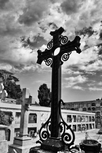 Cross Cemetery Cemeterybeauty Graveyard Graveyard Beauty Friedhof Dramatic Sky Clouds And Sky Kreuz  Black & White Schwarzweiß Monochrome