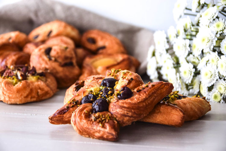 Danish pastries with cherries and pistachios Baking Cookies Danish Pastry Desserts Eat Eating Laminated Do Laminated Dough Pastry Pistachio Pistachios S