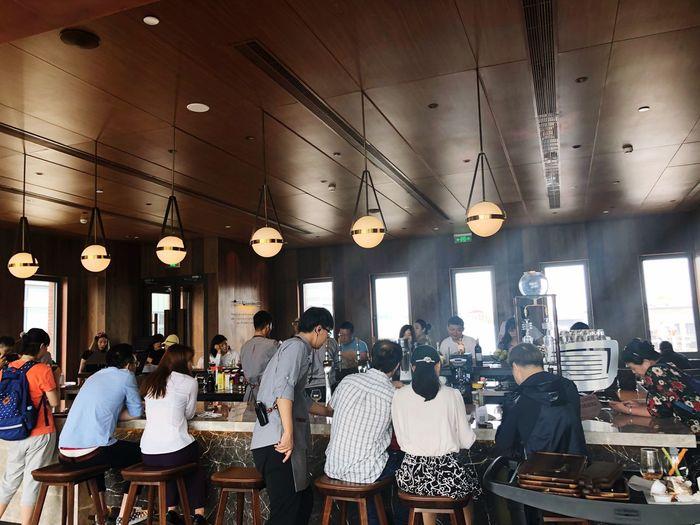 星巴克新开业的旗舰店 Coffee Cold Temperature EyeEm Selects Group Of People Crowd Large Group Of People Men Real People Indoors  Food And Drink