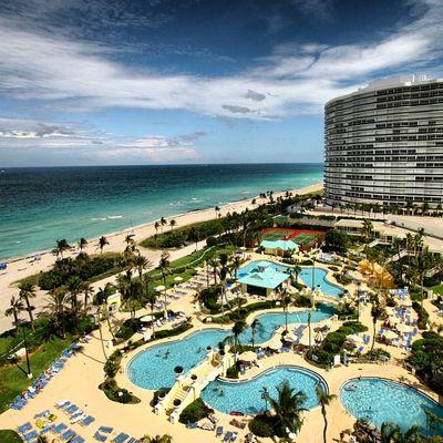Morning in Miami - Beachview with pool Vacation Tenniscourt Hotel Miamibeach USA Ocean Waves Florida Miami Hollywood Beach Palms Sun Blog Sky Pools  Relax Sheraton Blue Atlantic Travel Pureglamtv Cloud Starwood America Balharbour