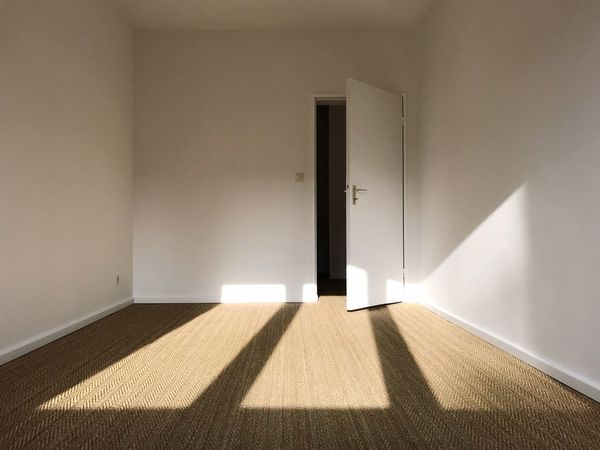 Freshly painted Renovated Sunlight Wall - Building Feature Architecture Entrance Door Indoors  Built Structure Flooring Carpet - Decor Day No People Shadow Home Interior Wall